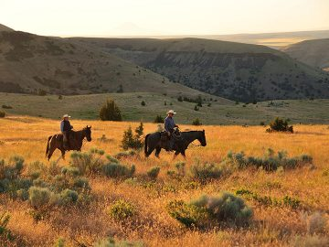 2 riders on horseback at Wilson Ranches Retreat