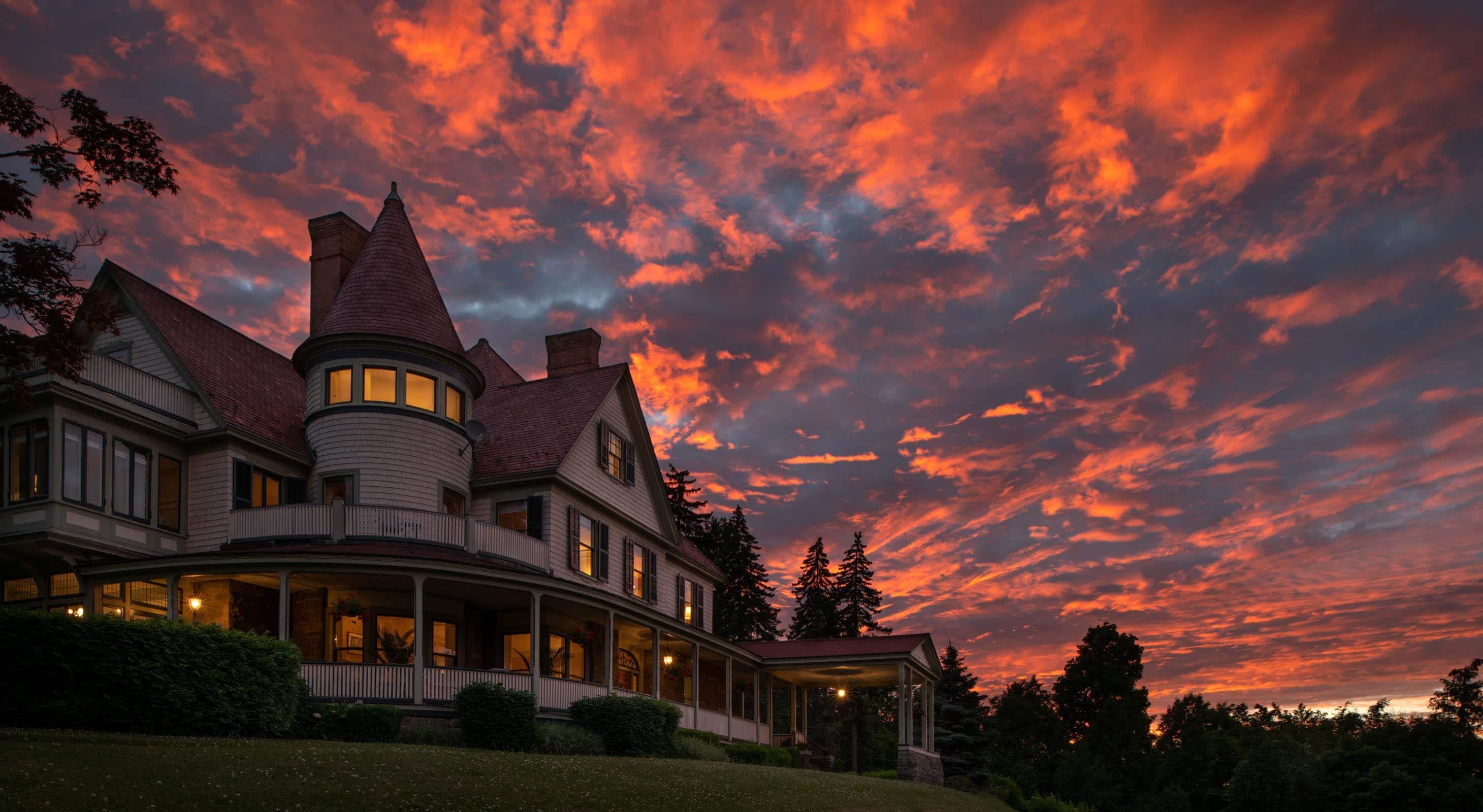 Glorious twilight sky at Idlwilde Inn