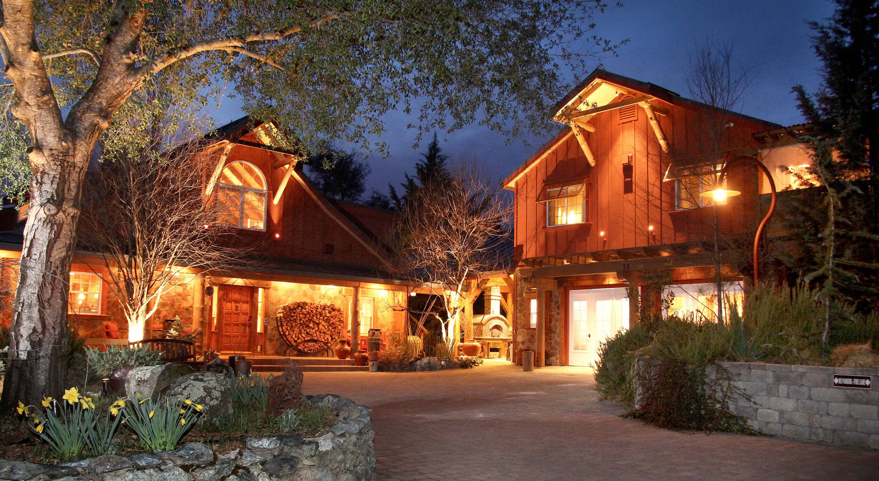 lighted exterior of northern California bed and breakfast