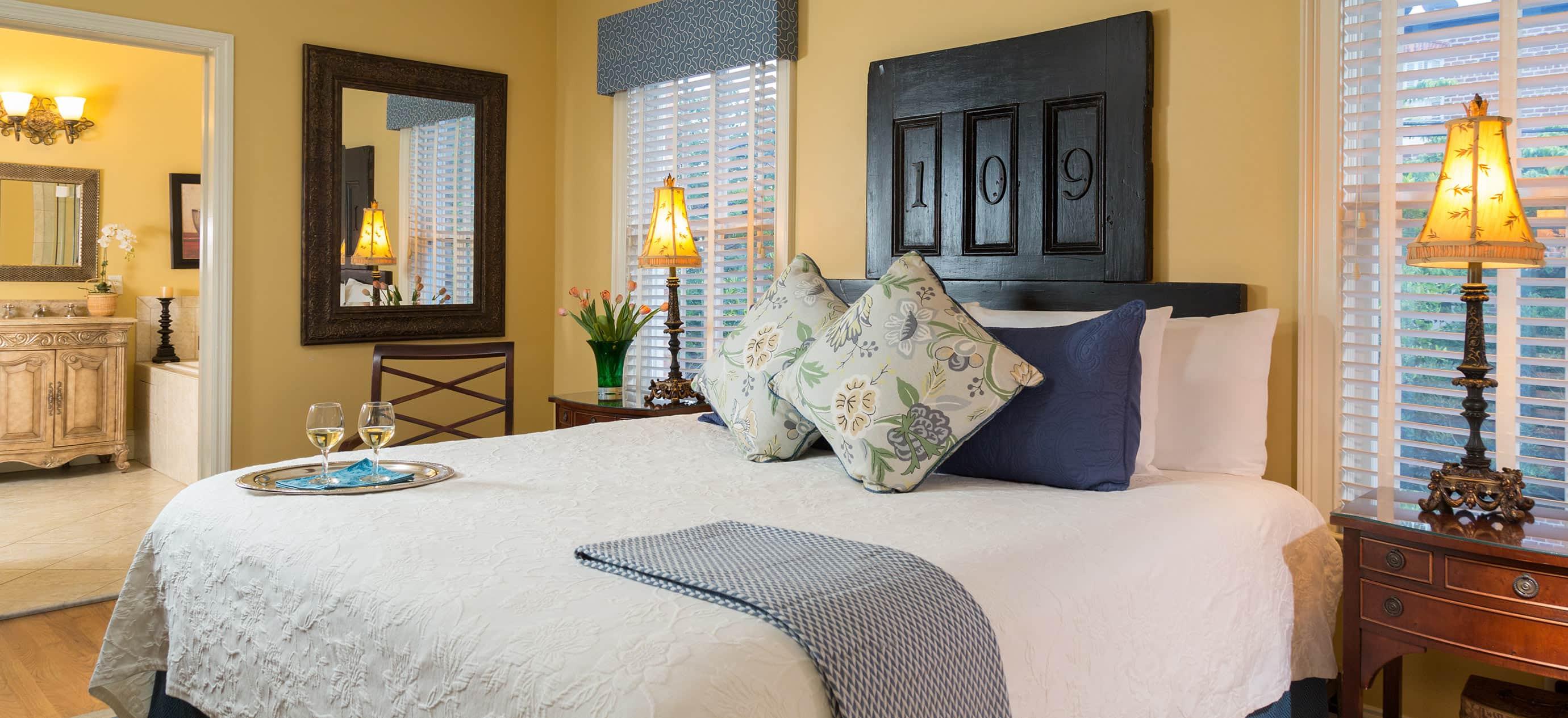 Historic hotel room in Savannah, GA