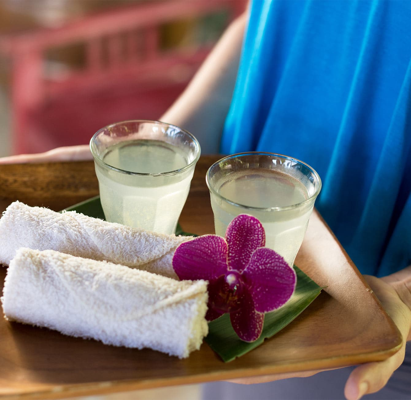 A warm greeting in Hawaii with towels and drinks