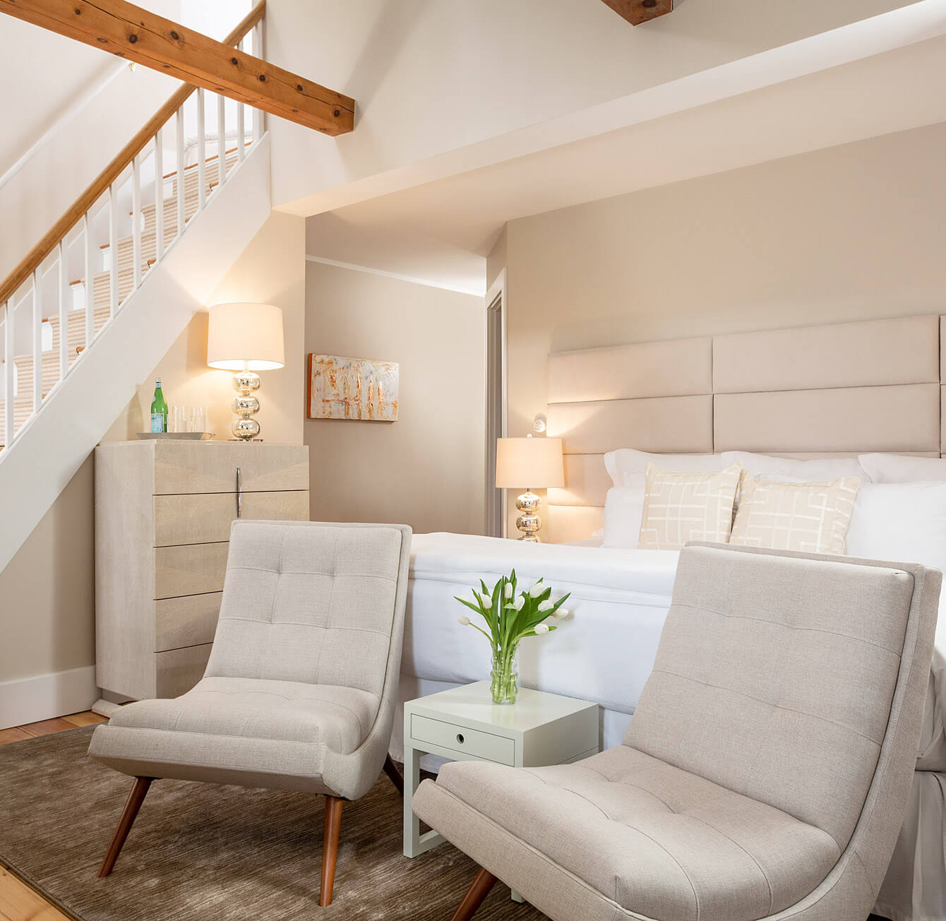 Relais & Châteaux hotel with beige furnishings in Cape Cod
