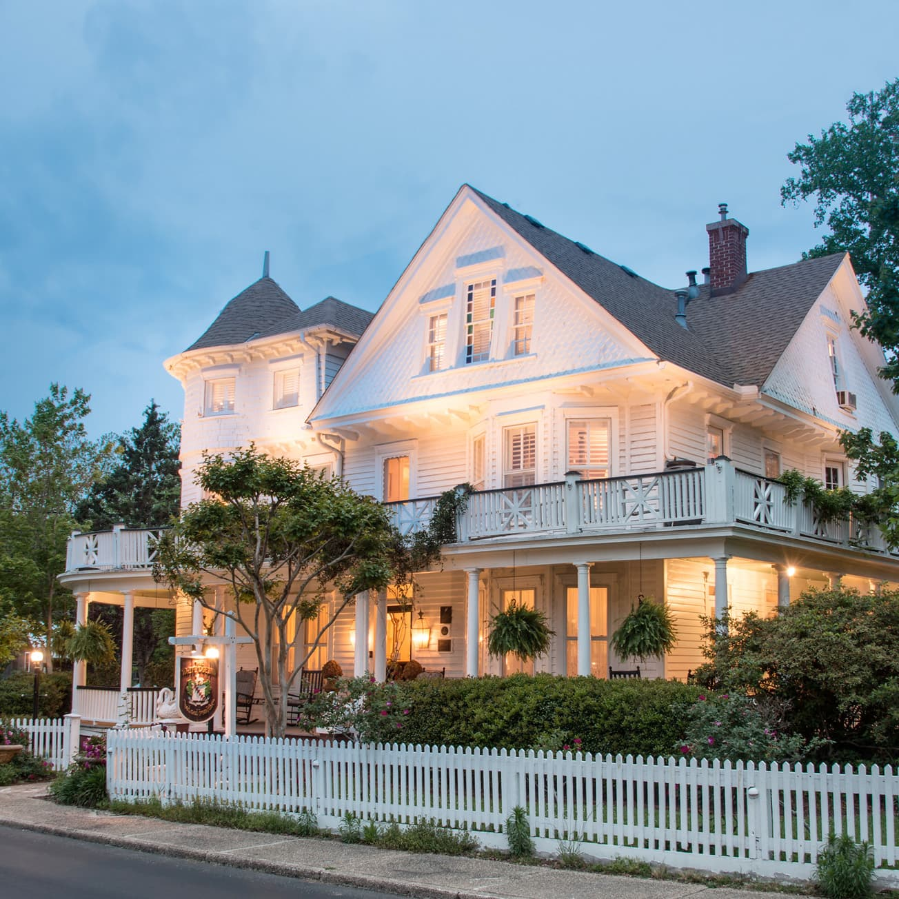 historic outer banks inn at night