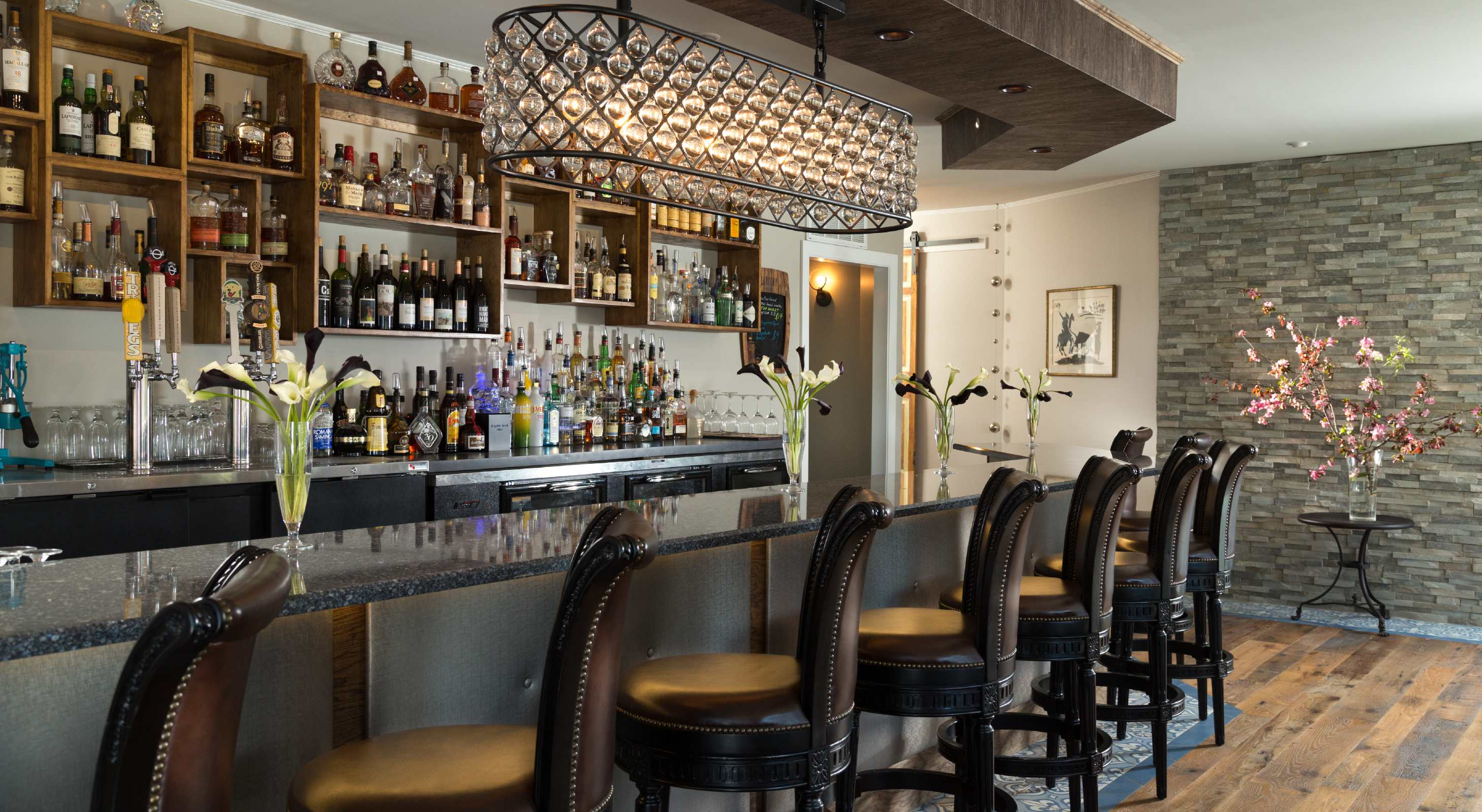 full bar at historic hotel in Virginia